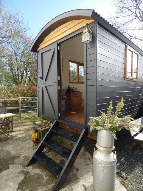 Stockman Shepherd Hut - Handmade Bespoke Shepherd Huts