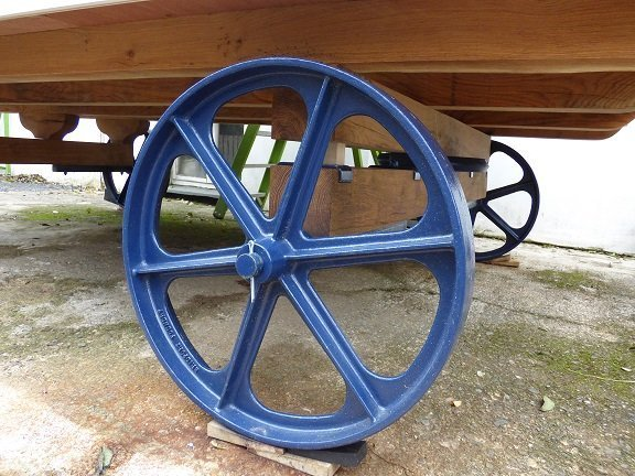Stockman Shepherd Hut Oak Chassis and blue wheels