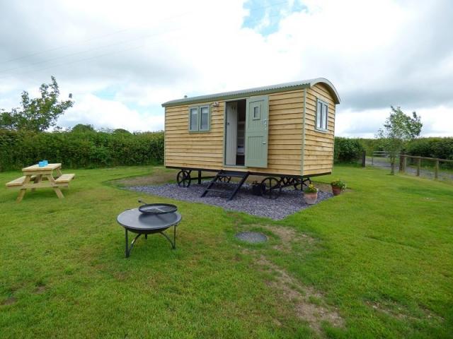 4 Berth Bespoke Shepherds Hut with BBQ