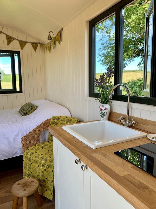 Bespoke Shepherd Hut Kitchenette & Bed