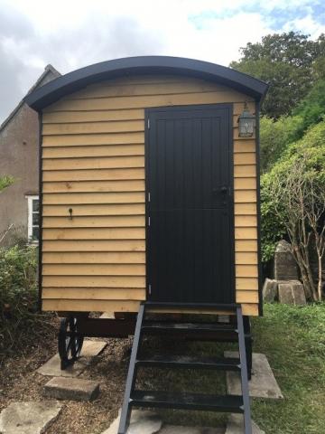 Hut with stable door