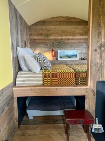 Raised bed platform