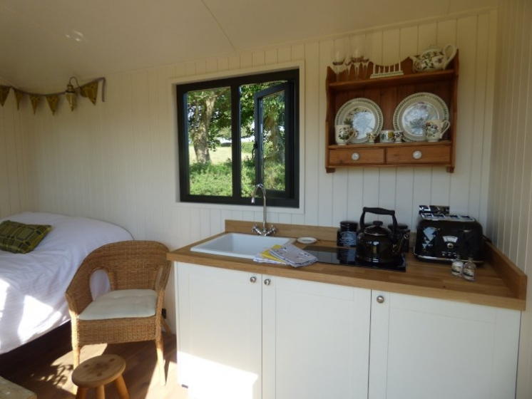 Woolly Sheep Hut kitchenette